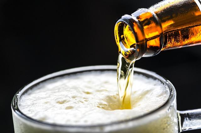 pivo z láhve