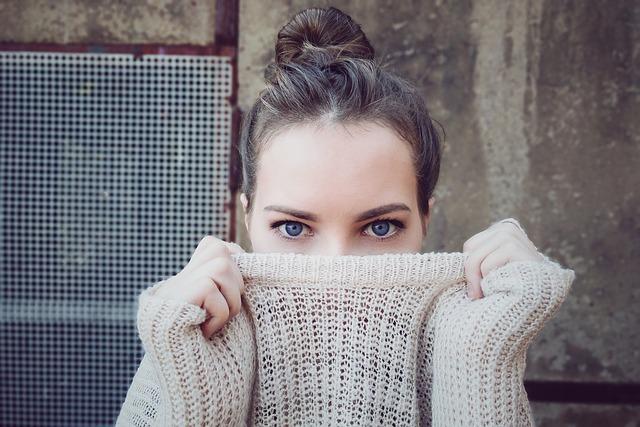 holka ve svetru